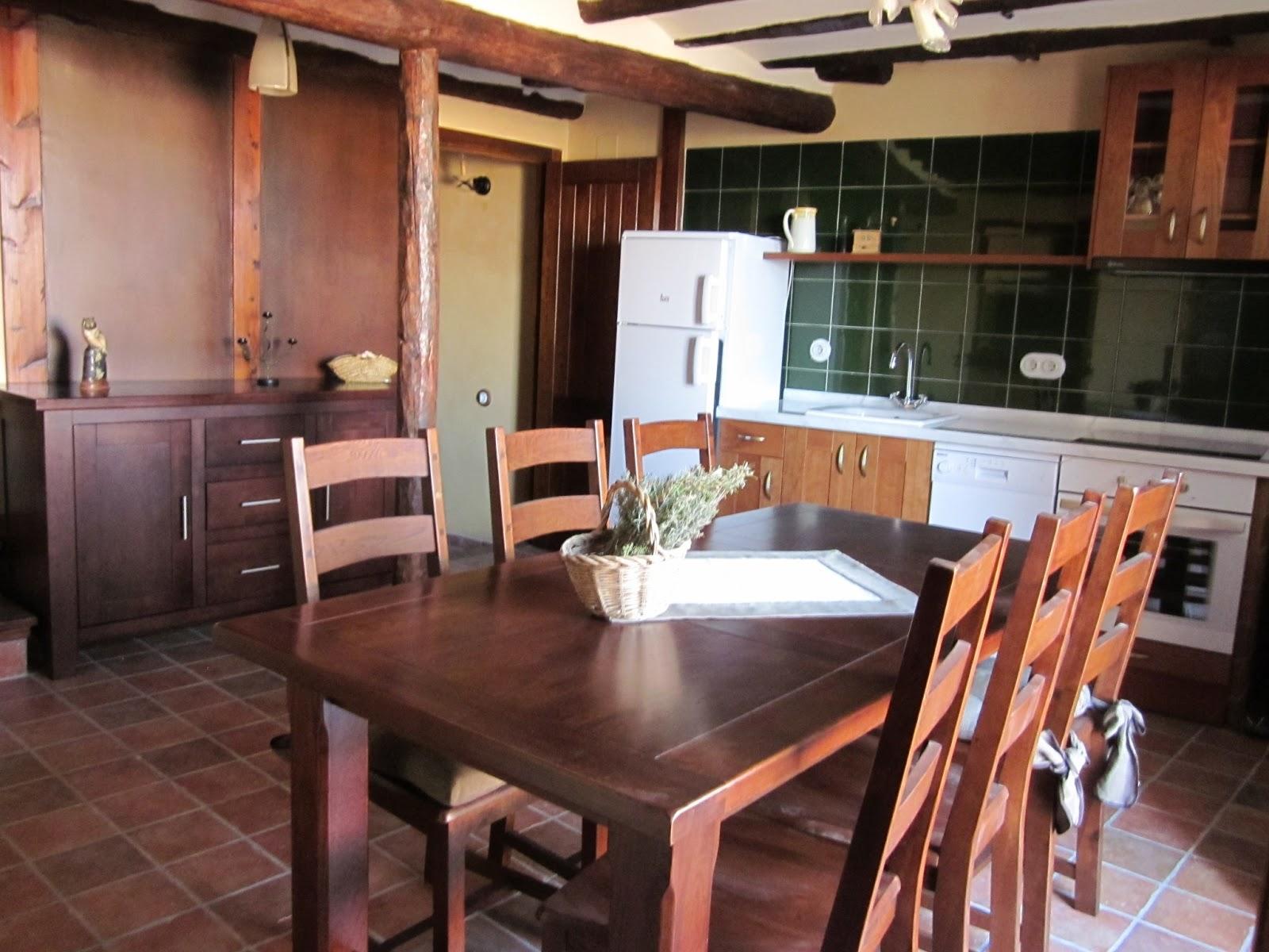 Casa rural lo caragolet caragolet for Cocinas con chimenea
