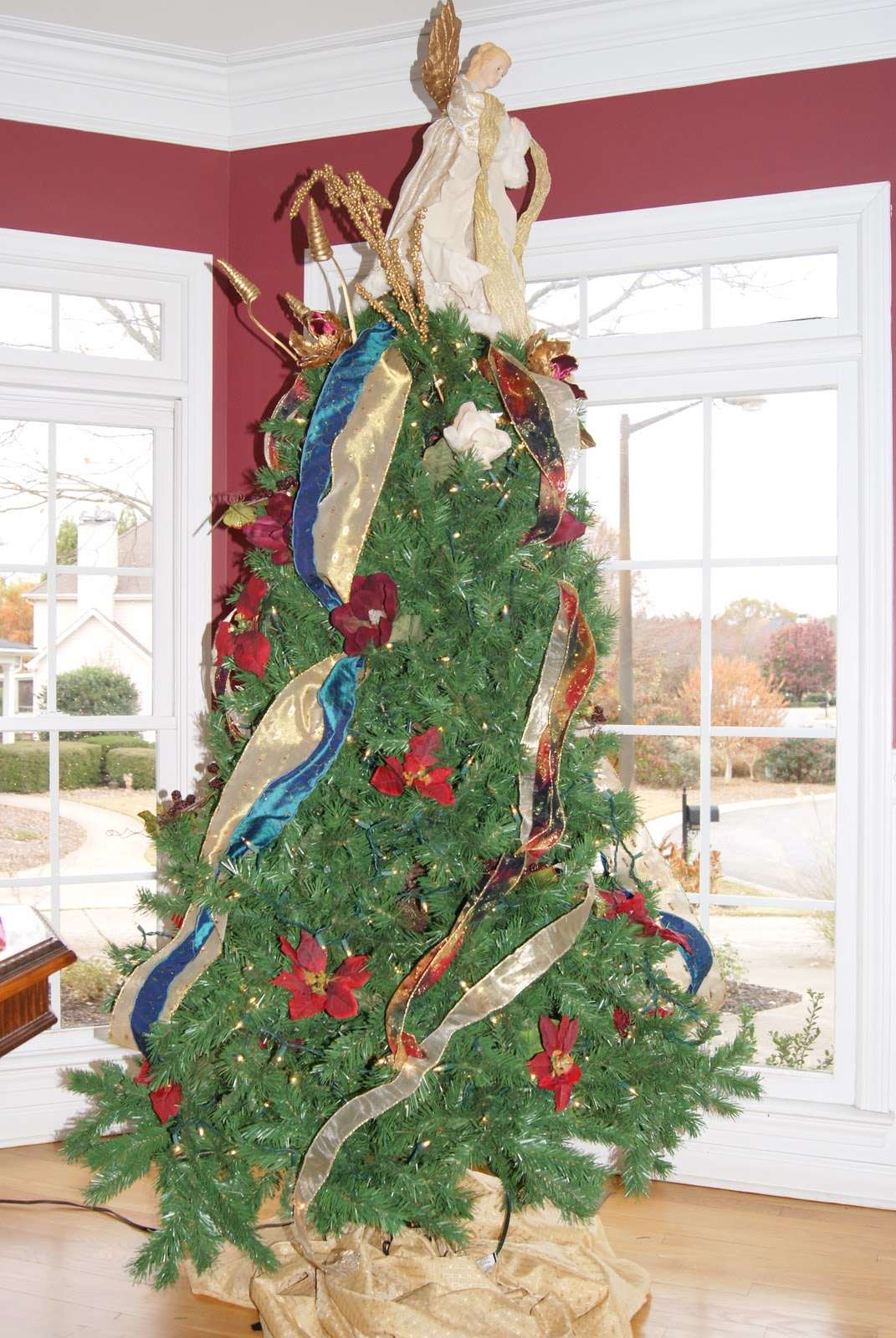 It\'s the Little Things: How to Layer a Christmas Tree