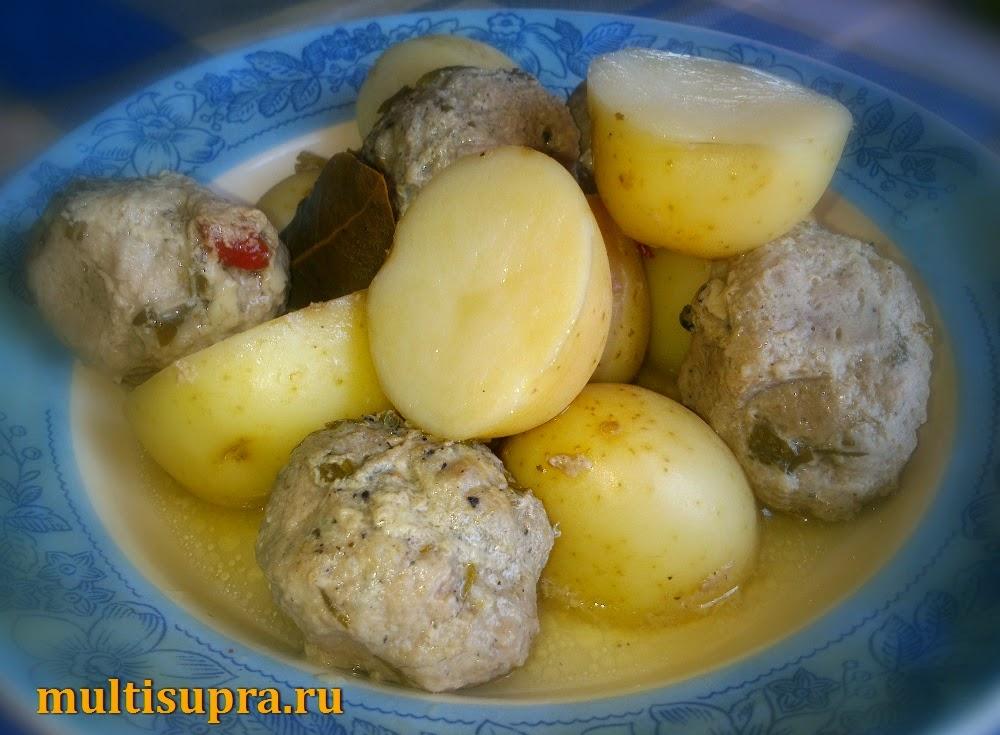 Молодая картошка с фрикадельками в мультиварке