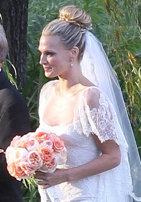 Chasing rainbows kissing frogs september 2012 this classic and romantic hairstyle has also been seen at the recent celebrity weddings of molly sims hilary duff and nicole richie junglespirit Images