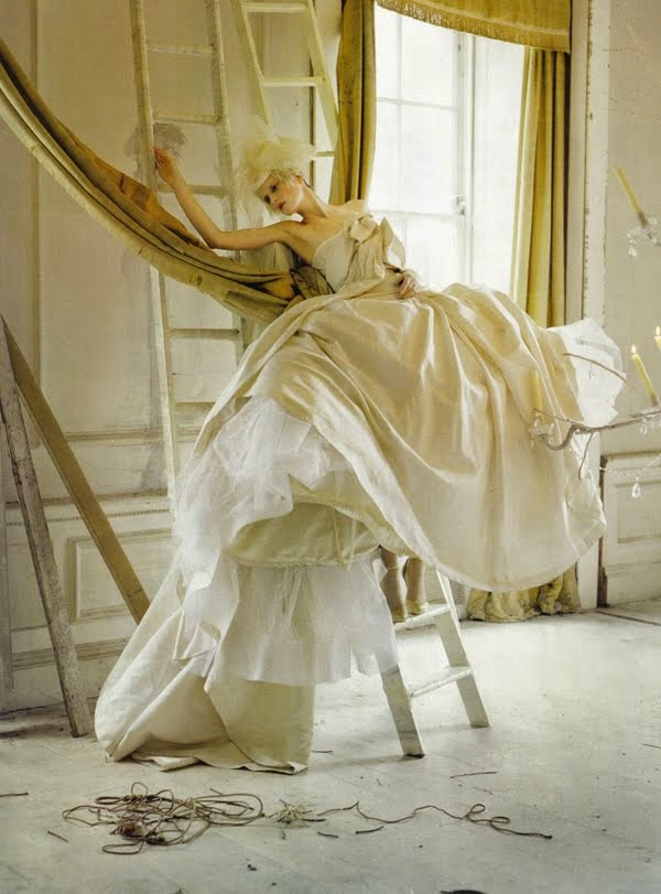 Stella Tennant in 'Lady Grey' by Tim Walker and styled by Jacob K for Vogue Italia Unique March 2010 | Ses Rêveries