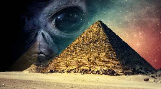Alienígena hibernando descubierto en el interior de la Cámara Secreta en la Gran Pirámide