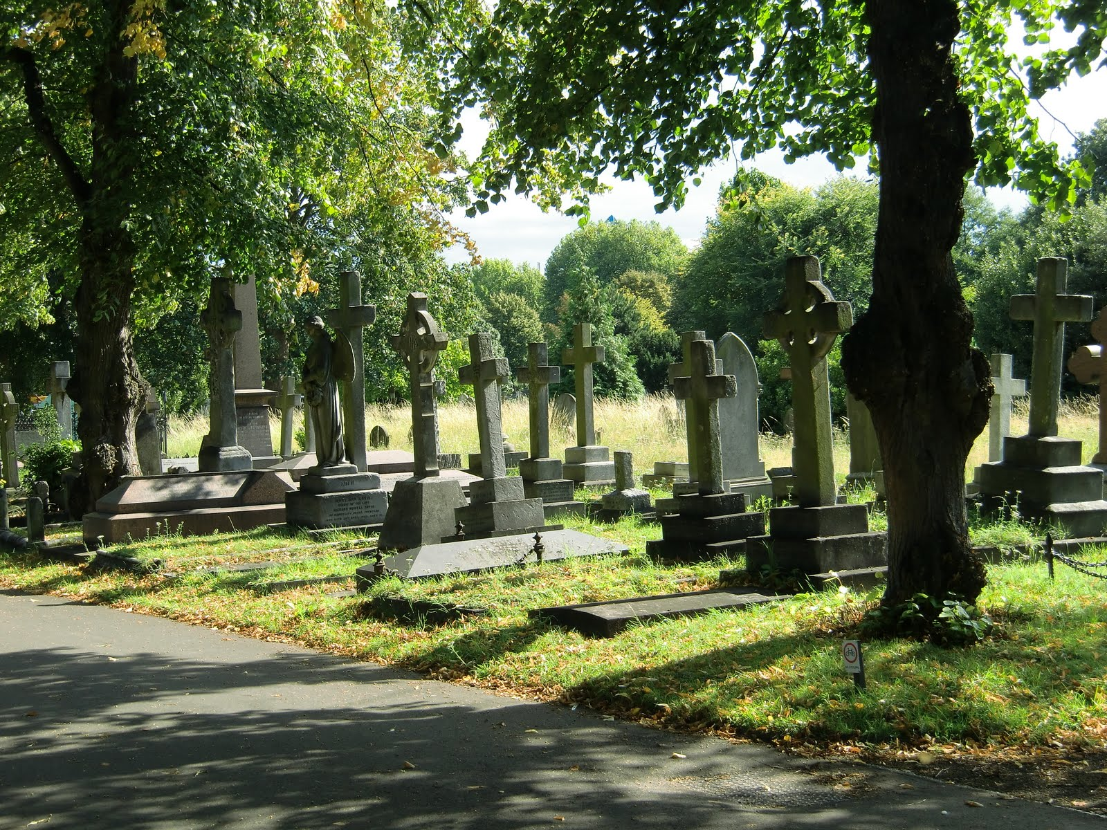 Sleeping gardens cemeteries of the world brompton for Garden and its importance