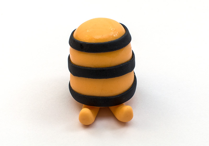 Bee Maya fondant figure legs on body