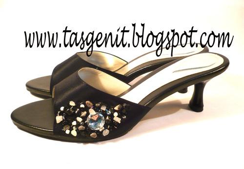 Sandal Pesta Hitam Payet Samping (KODE 65)