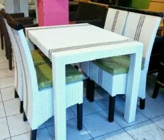 Meja Makan Rotan Sintetic Putih Kombinasi