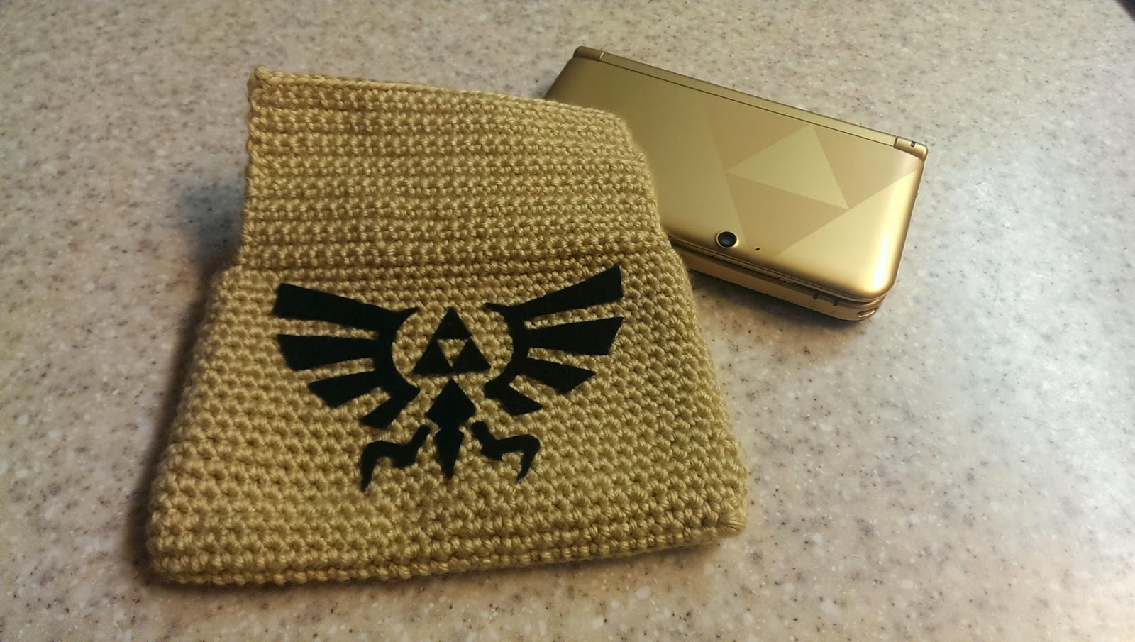 Amigurumi Zelda Pattern : Catty crochet legend of zelda ds xl case