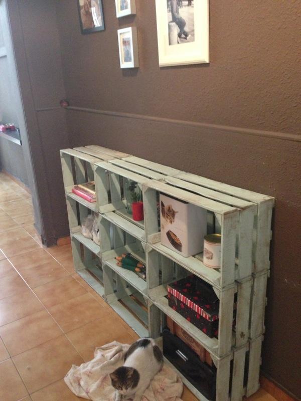 Decorando y renovando diy cajas de fruta para todos - Estanterias con cajas de fruta ...