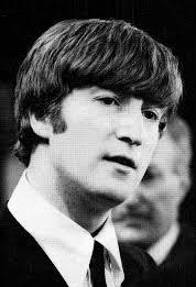 john lennon joven con traje y corbata