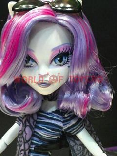 mattel - papusa monster-high Catrine Demew