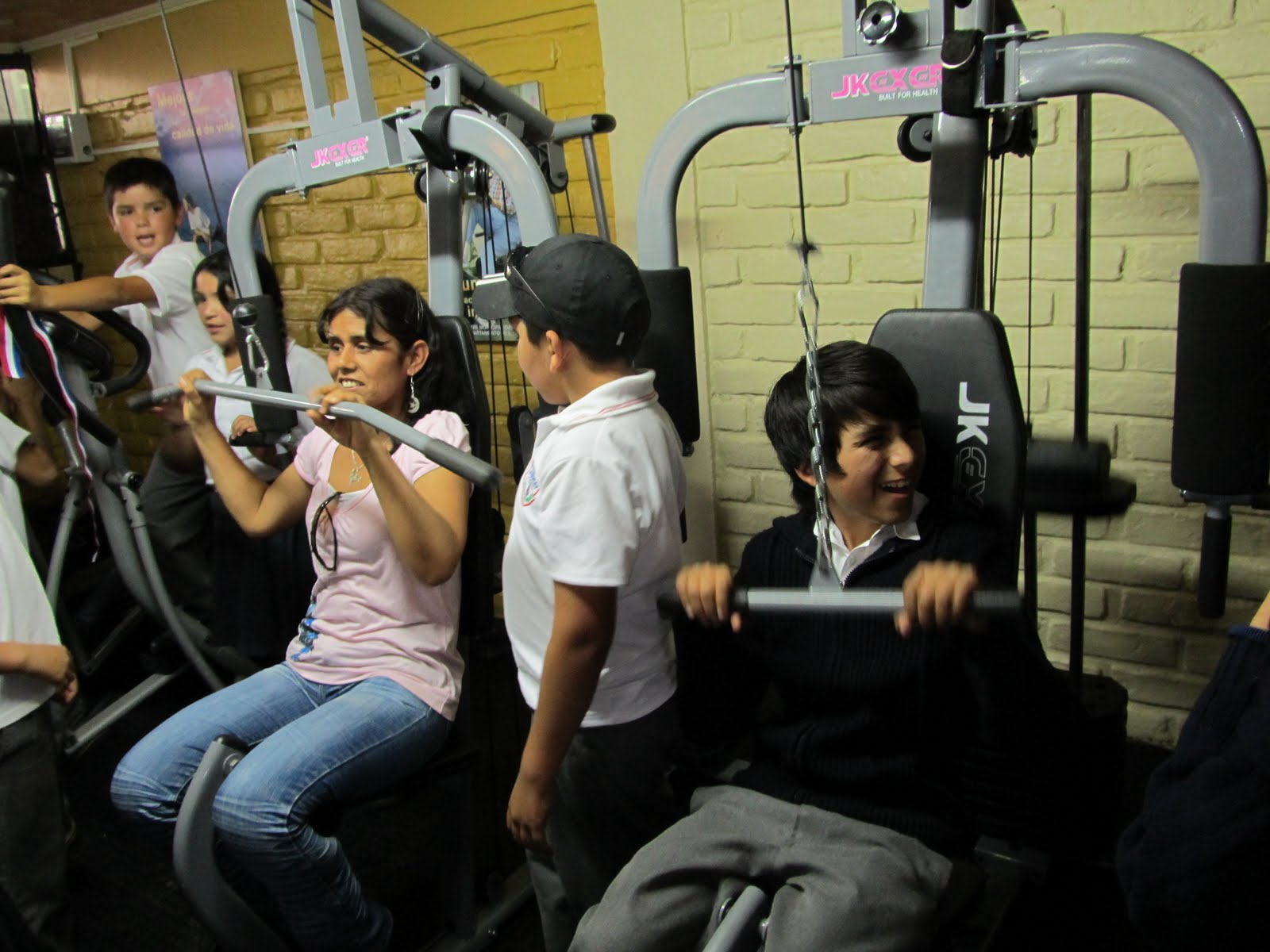 Olmuenoticias escuela lo narv ez inicia celebraciones de for Gimnasio narvaez