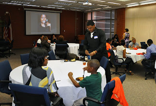 NABCJ students share a dinner with professional speakers.