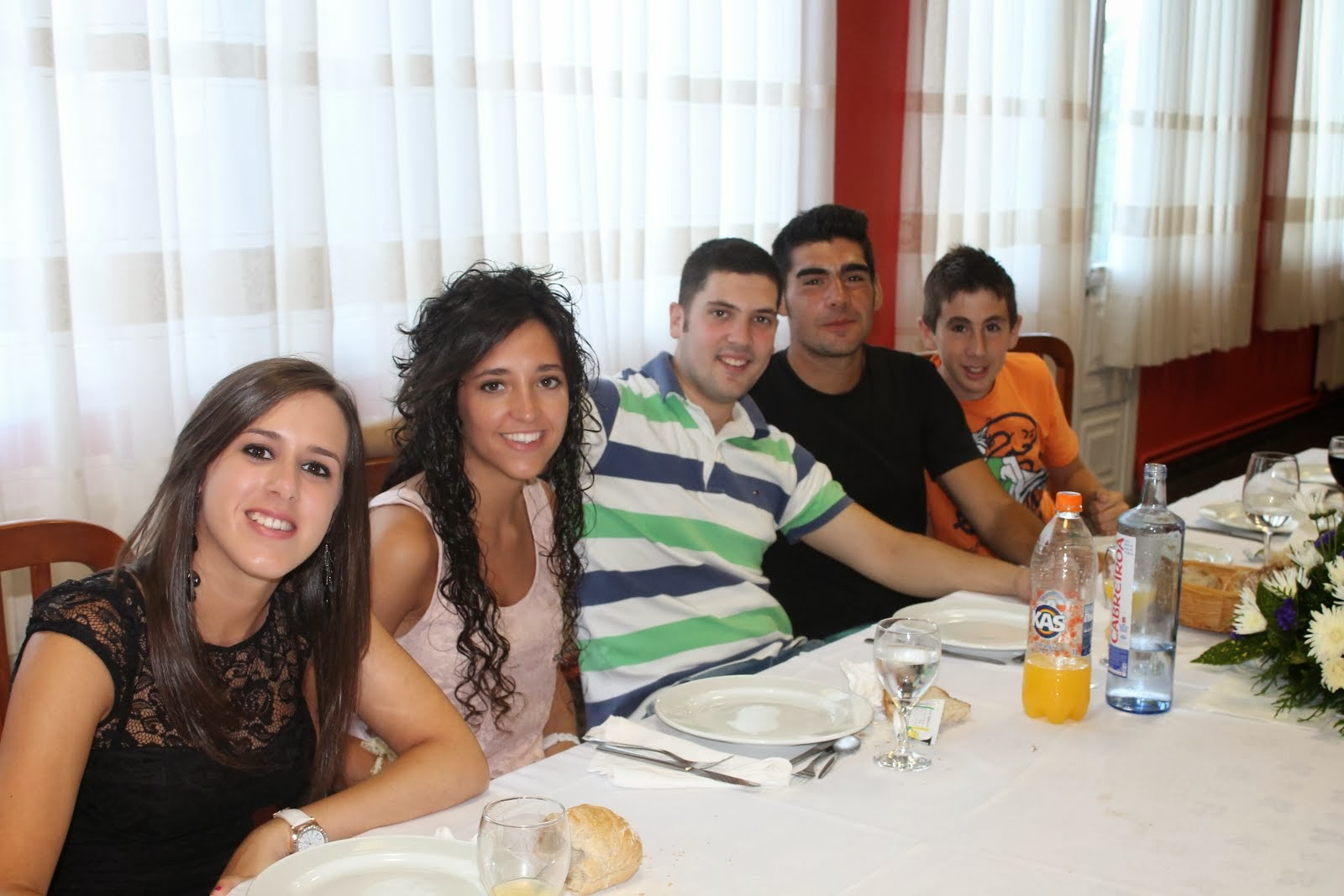 Mis primos Lorena,Victor, Adrian y Alberto y la novia de victor
