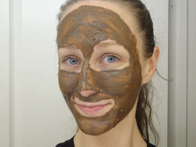Applying the LUSH Cupcake Fresh Face Mask
