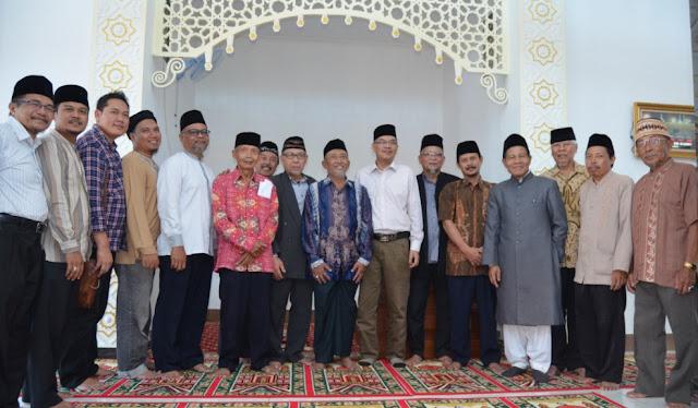 H. Abdul Basith Amir Ahmadiyah di Masjid Baiturrahim Singaparna