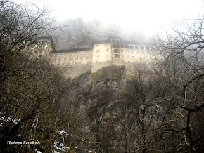Ομίχλη πάνω από τον βράχο της Παναγίας. Ελευθέριος Σαββουλίδης