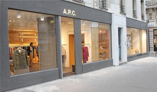 A.P.C., la griffe de prêt-a-porter mixte minimaliste, a ouvert boulevard  des Filles du Calvaire. d16be69cae2