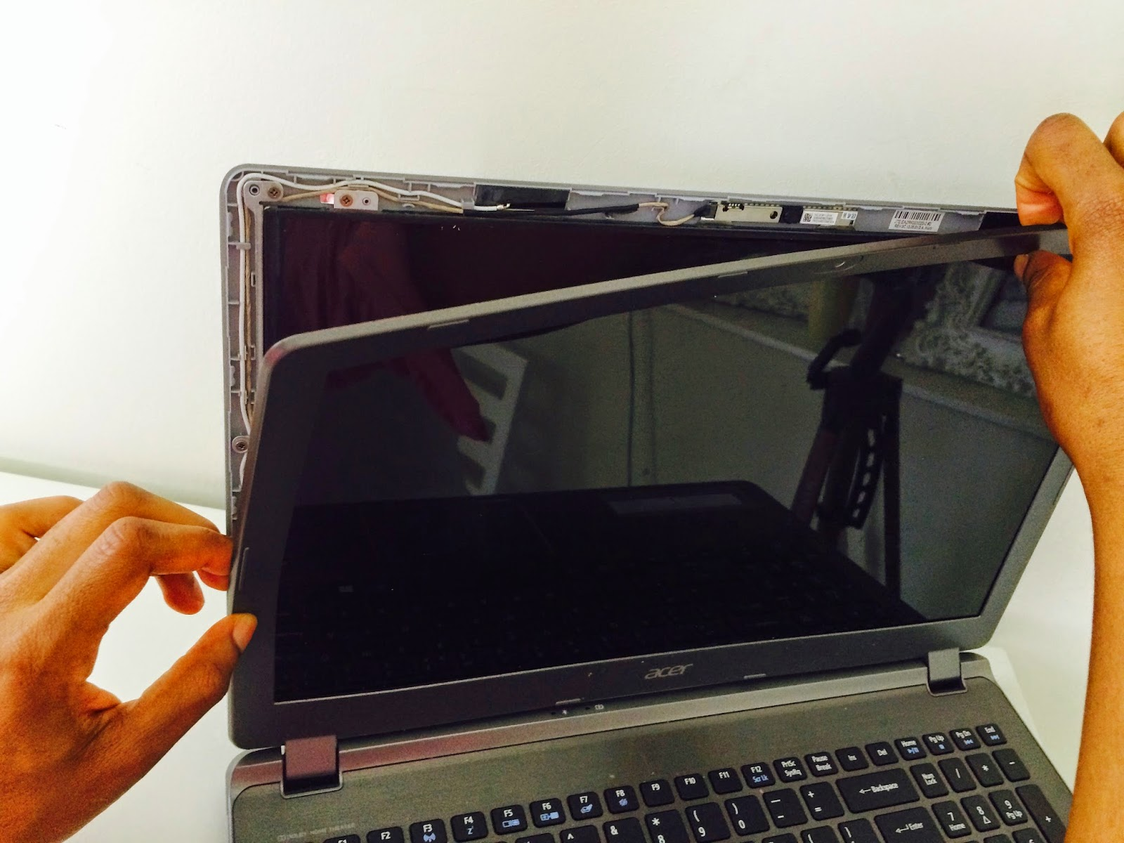 Acer Aspire V5-552 front bezel removal