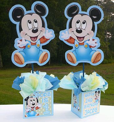 Tierno Centro de Mesa con Mickey Mouse bebé, decorado con estrellas y
