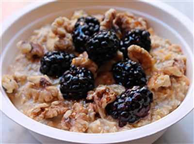 Peaches & Cream Oatmeal With Blackberries