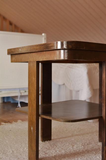 Muonamiehen mökki - funkistyylinen sohvapöytä