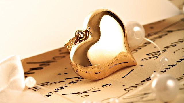 Gouden hanger in vorm van een liefdes hartje