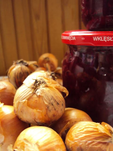 Sałatka z buraczków, papryki i cebuli do słoików