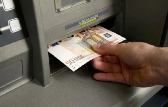 Αυτά είναι τα «κόλπα» που σκαρφίζονται οι καταθέτες για να σηκώνουν πάνω από 60 ευρώ την ημέρα