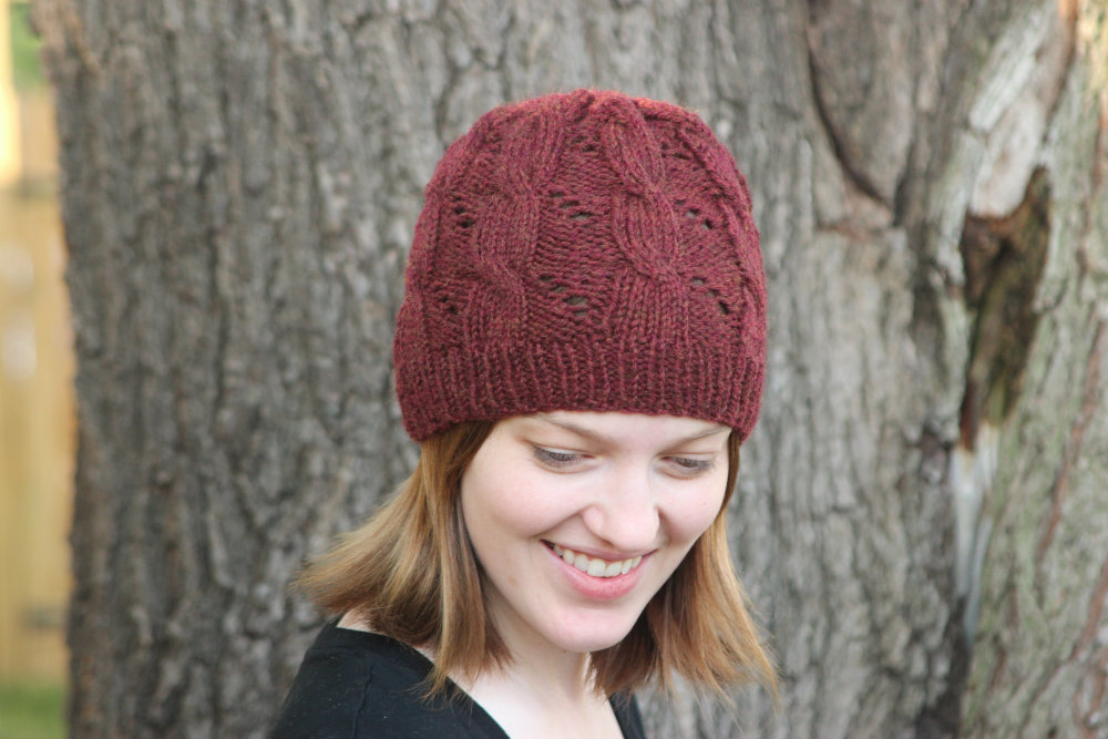 SHE MAKES HATS: hermiones cable & eyelet hat