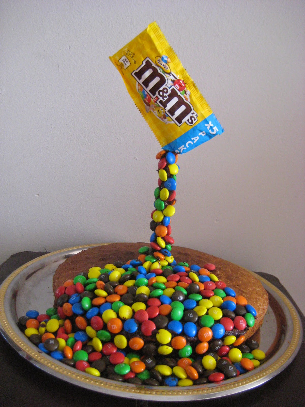 Maman je sais pas quoi faire g teau suspendu gravity cake - Gravity cake noel ...
