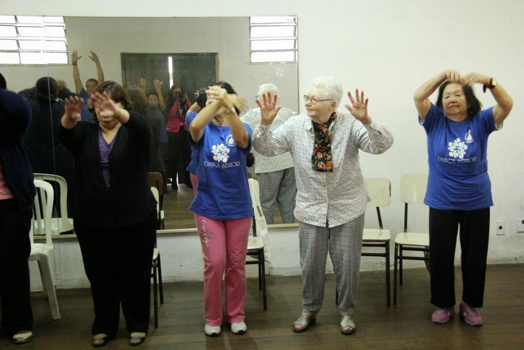 Com mais de 80 anos e participando desde o inicio do programa, dona Efigênia Coelho não perde uma aula