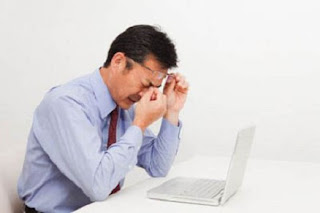 Tips Menghindari Mata Lelah di Depan Komputer