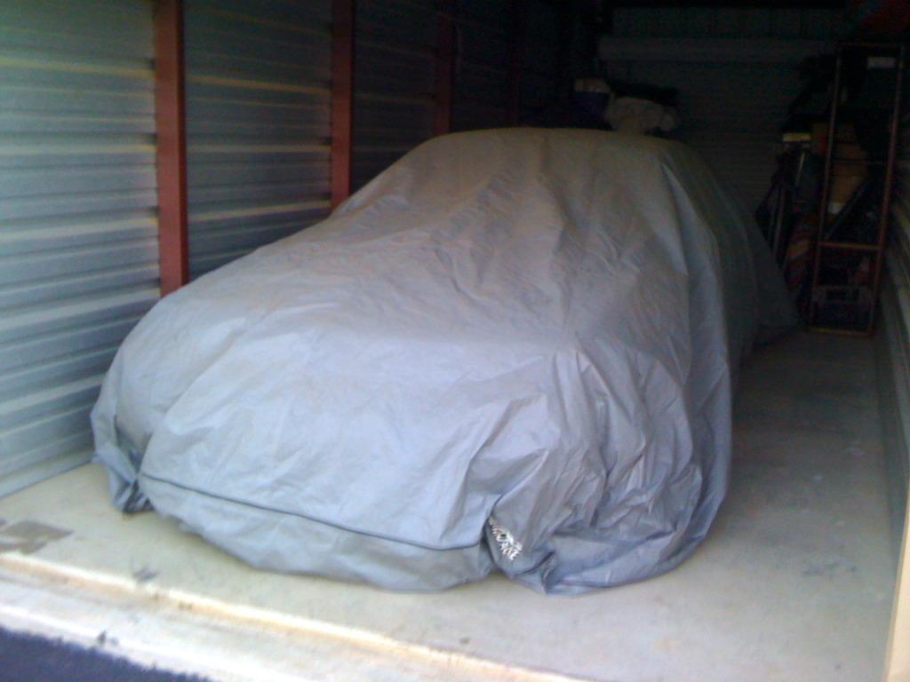 Cosas raras en el cielo - Página 3 Mustang+covered+with+tarp