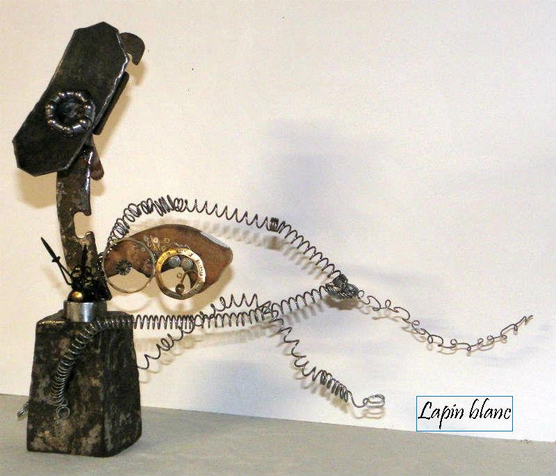 """sculpture métal et bois """"Lapin  Blanc à la course"""" par Ama. recyclage et récup'"""