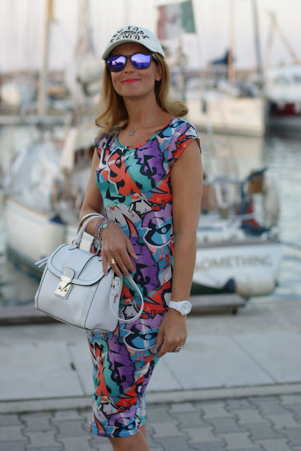 summer outfit, graffiti print dress, vero moda graffiti dress, Asos white bag, fashion and cookies, fashion blogger