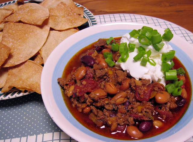 Crock pot 5-alarm chili with tortilla chips