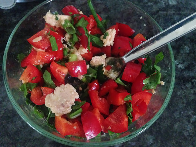 salad mixture salmon, red pepper