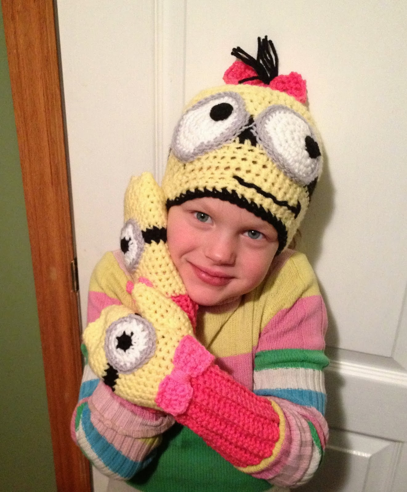 Free Crochet Pattern Minion Mitts : Free Crochet Connection: MINION HAT AND MITTENS SET
