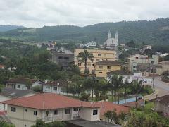cidadezinhas distantes onde se prega Jesus.