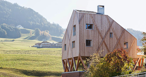 Artist Residence and Atelier by MoDus Architects