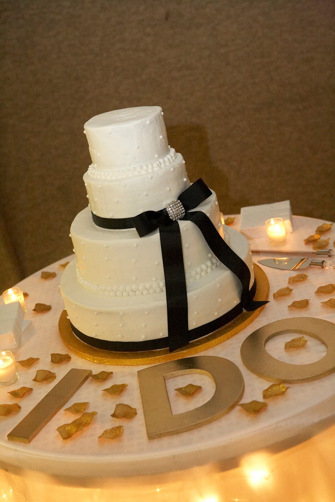 RealBrides: Wedding Cake Table Decorating Ideas