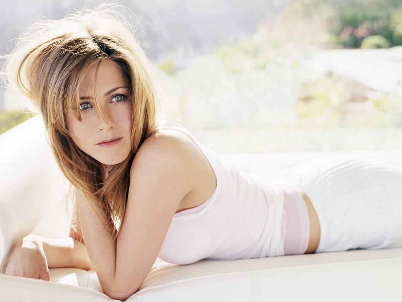 http://4.bp.blogspot.com/-rZBqGAkTWpU/T9xngaERRiI/AAAAAAAABMc/m6-OY1vdhtA/s1600/Jennifer+Aniston+HD+Wallpapers+7.jpg