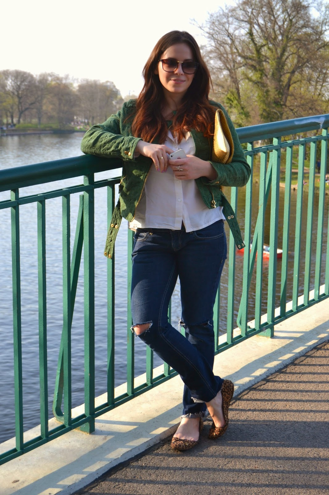 ripped jeans, distresses, oots, fashion blogger, style, berlin, trptower park, #sundayfunday, forest green biker jacket, silk white shirt, leopard print flats, Zara, gold day clutch, how to wear, inspiration, skinny necklace, stacked golden rings