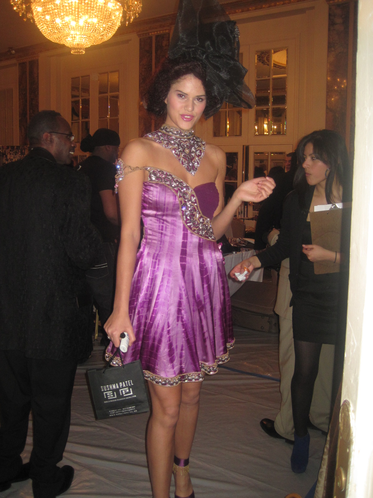 http://4.bp.blogspot.com/-rZYqrq5Pvvw/TWcDlVbiJuI/AAAAAAAAAM0/-q8r6nZB_g4/s1600/Couture+Fashion+Weekend+2011+027.JPG