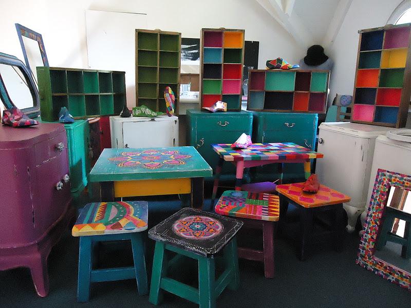 Vintouch muebles reciclados pintados a mano octubre 2011 - Baules pintados a mano ...