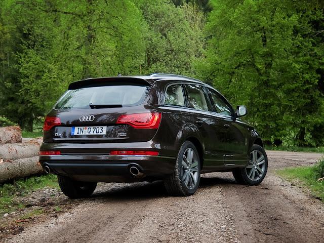 Audi Q7 back image