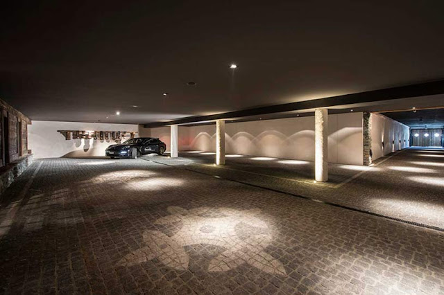 Picture of large garage in the basement