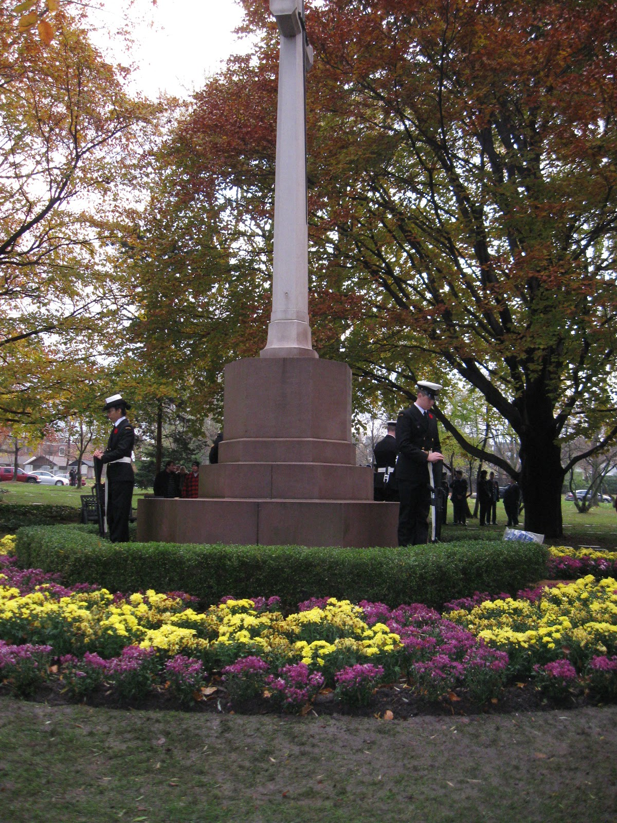 joan tintor photo essay remembrance day prospect cemetery toronto cenotaph and honour guard