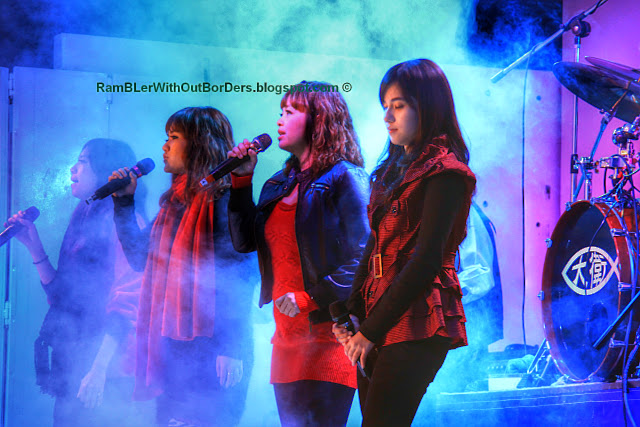 All girls band, live performance, Shilin Night Market, Taipei, Taiwan
