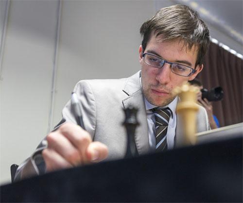 La bonne affaire du jour revient à Maxime Vachier-Lagrave qui empoche un premier point sur un suicide échiquéen de Wesley So © Chess & Strategy